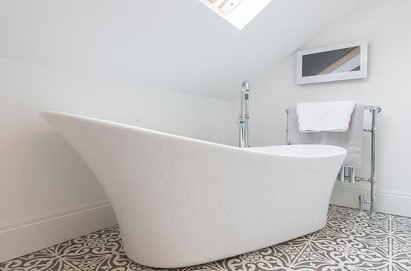 3 Things to Consider When Installing a Bathroom TV