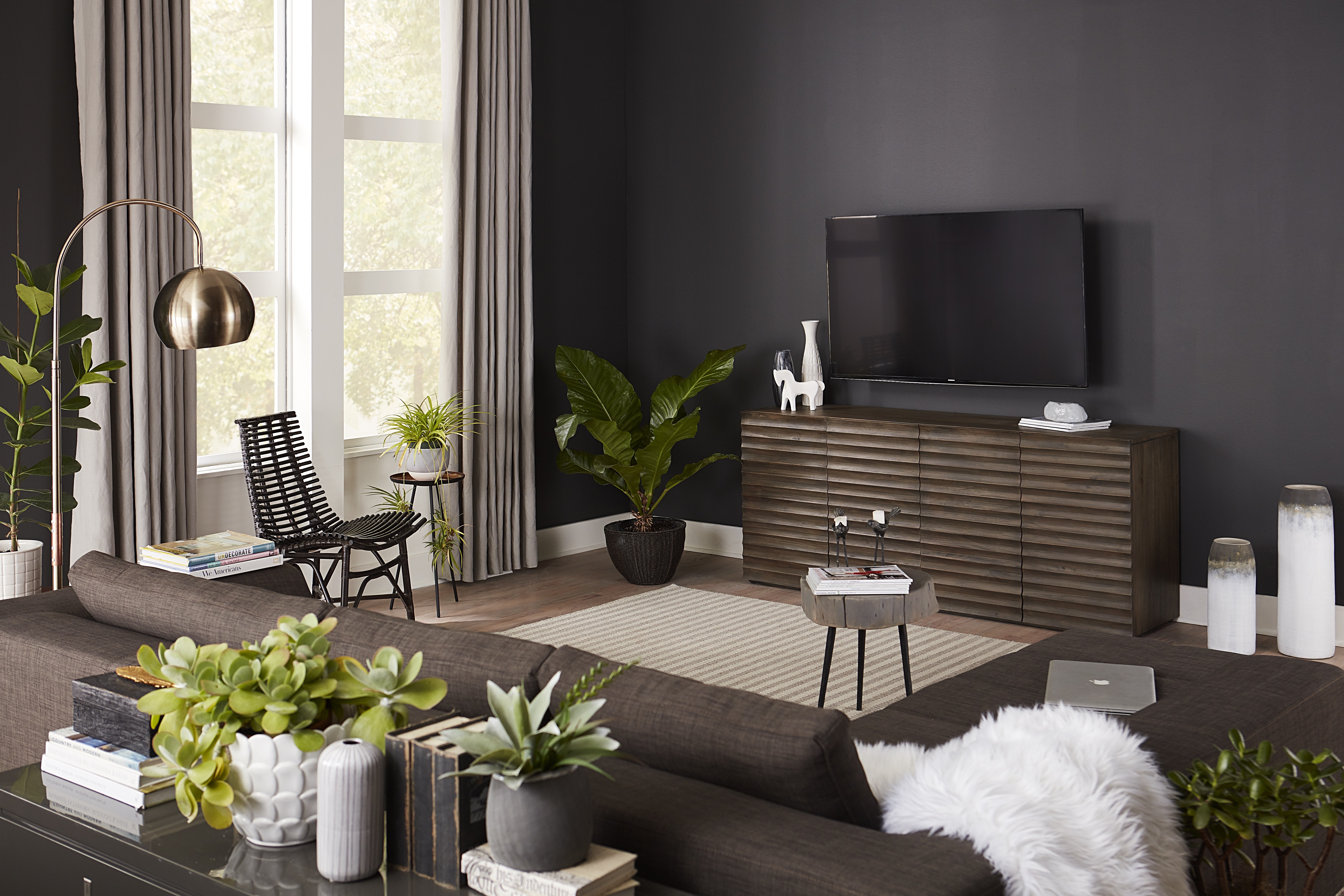 Why Your TV Wall Is Practically Made for the Dark Wall Trend-1